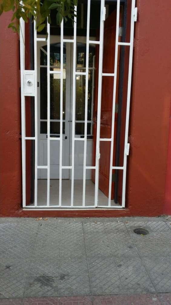 Fotos de Arriendo casa 3 dormitorios en santiago cerca parque de los reyes  (aac-080) $37 6