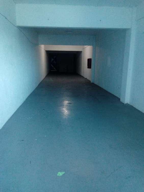 Arriendo local comercial de 3 pisos, a pasos metro u.l.a