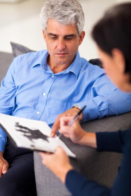 Evaluación de facultades mentales en adultos mayores