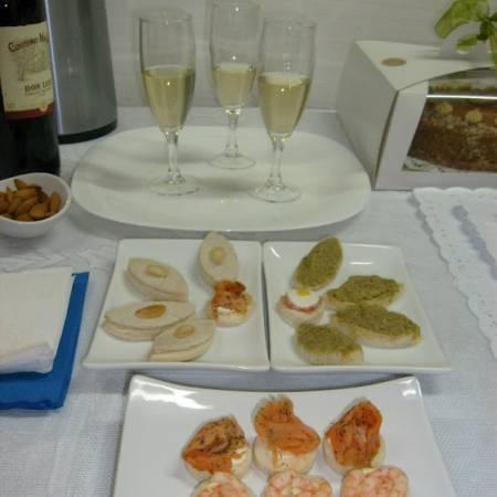 Cena navidad empanaditas minipizzas brochetas minichurrascos eventos fiestas