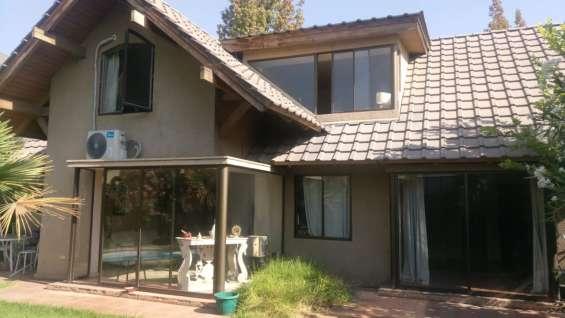 Preciosa casa con piscina peñalolen cond casa grande