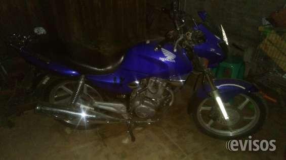 Vendo moto honda 2011 para desarme tiene agrego y transferible con papeles atrasados