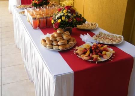 Banqueteria fiestas canapes brochetas empanaditas minihamburguesas