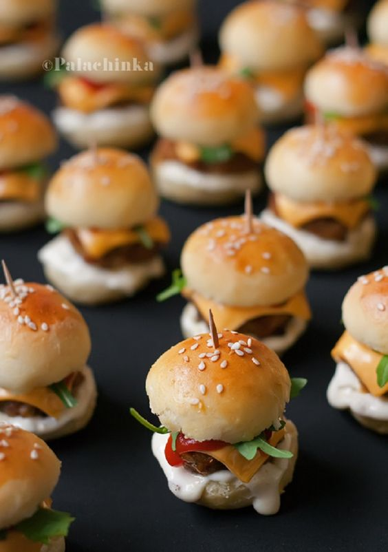 Banquetes & food canapes tapaditos brochetas empanaditas petitbouche minichurrascos