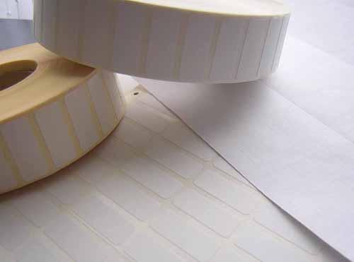 Etiquetas adhesivas en rollo blancas, semibrillo
