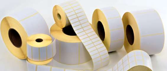 Etiquetas adhesivas en rollo blancas,