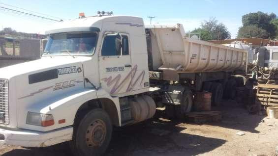 Se vende camión volvo nl12 1998 con tolva de 20 m3