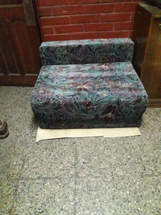 Sofá cama nuevo de una plaza y media nuevo.