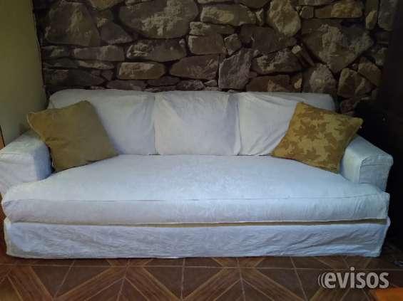 Vendo cómodo sofa con funda blanca