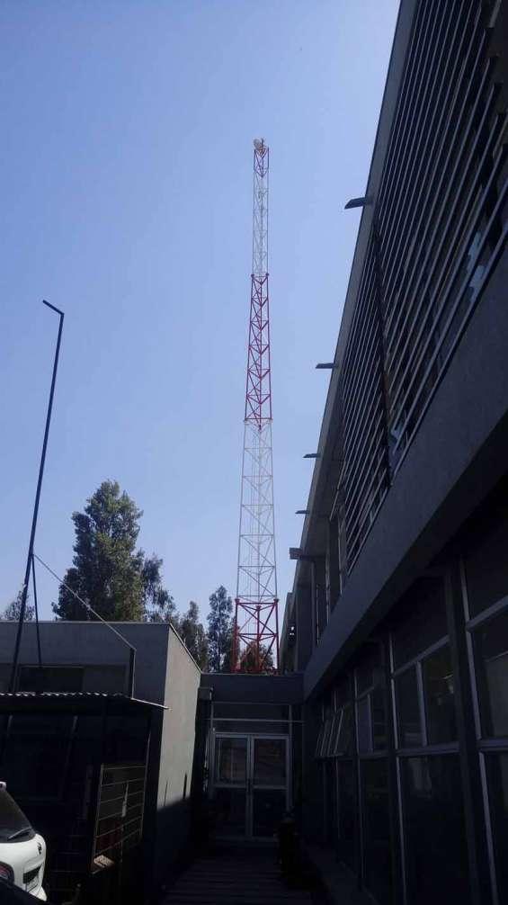 Torre autosoportada antena