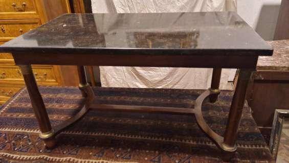 Bella antigua mesa de centro francesa