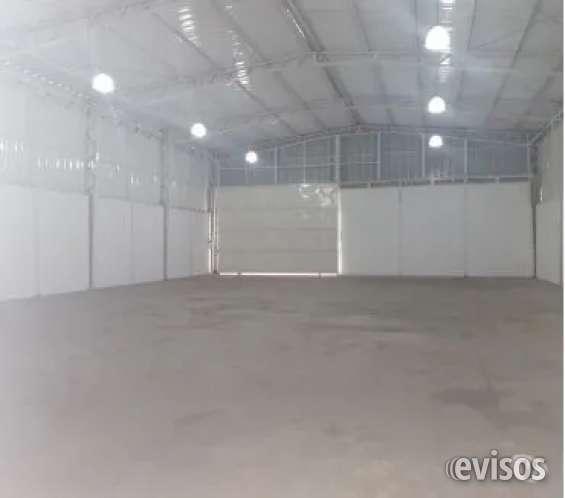 Galpón 420 m2 excelentes condiciones al frente tottus sector achupallas