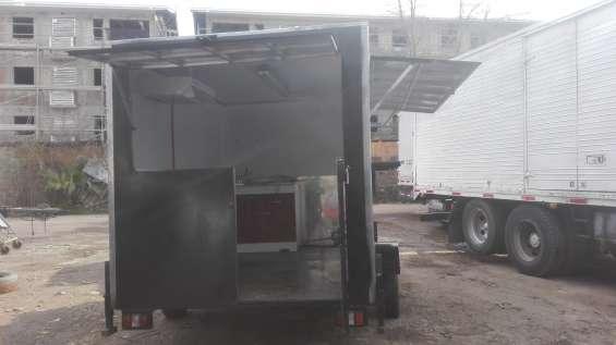 Fabricacion y venta de carros de arrastre y food truk para venta de comida rapida.