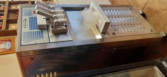 Excelente máquina de helados soft