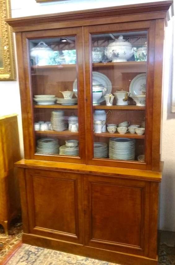 Bello antiguo aparador vitrina inglés