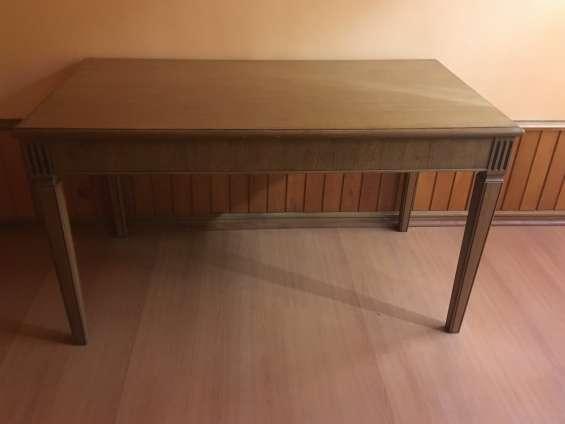 Escritorio sin cajón de madera excelente calidad $85.000.-