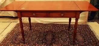 Bello escritorio de alas en caoba - inglés
