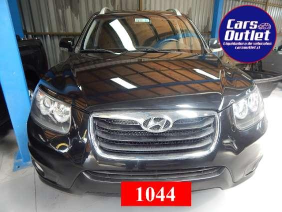 Hyundai santa fe gls 4x4 2.4 aut 2011 $5.900.000 station wagon negro gasolina km 157.126 abx2 alzavidrios eléctricos espejos eléctricos llantas de aleación polarizado a/c volante multifunción
