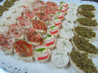 Servicio banqueteria fiestas canapes pastelitos petitbouche minichurrascos