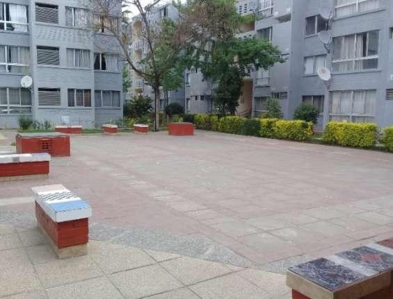 Amplio departamento 2 dormitorios, 1 baño y estacionamiento