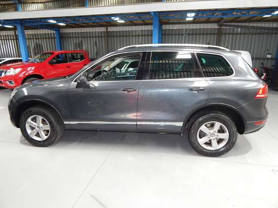 Volkswagen touareg tdi 4wd 3.0 aut 2011 $14.000.000 jeep gris silex oscuro diésel km 79.334 a/c climatizador abx4 isofix volante multifuncional sunroof panorámico full equipo.