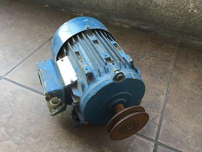 Motor siemens trifásico usado?