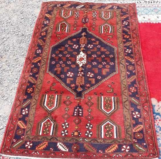 """Escasa """" pareja """" de alfombras persas"""