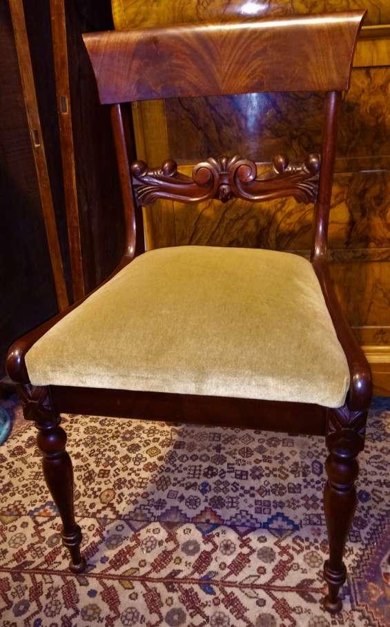 Finas antiguas sillas y mesas (de comedor )